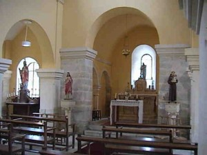 Interieur-eglise-courcelles-300x225